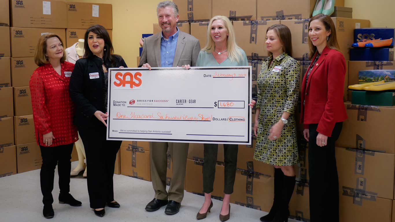 SAS donates to Dress For Success
